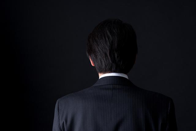ビジネスマンの後ろ姿